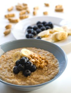 Vegan blueberry peanut butter oats Make it in only 15 minutes and enjoy a healthy breakfast minimaleats.com