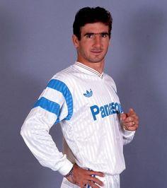 Tag a mate who loves Eric Cantona Eric Cantona, Retro Football, World Football, Football Soccer, Soccer Teams, Good Soccer Players, Football Players, Football Uniforms, Football Shirts