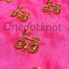 Embroidery Suits Punjabi, Hand Embroidery Dress, Kurti Embroidery Design, Aari Embroidery, Embroidery On Clothes, Simple Embroidery, Embroidery Fashion, Hand Embroidery Designs, Embroidery Patterns