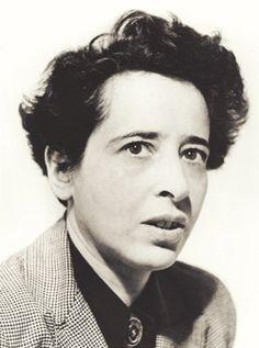 Hannah Arendt fue una filósofa política alemana y posteriormente estadounidense, de origen judío, y una de las más influyentes del siglo XX. Trabajó, entre otras cosas, como periodista y maestra de escuela superior y publicó obras importantes sobre filosofía política; sin embargo, rechazaba ser clasificada como «filósofa» y también se distanciaba del término «filosofía política»; prefería que sus publicaciones fueran clasificadas dentro de la «teoría política».