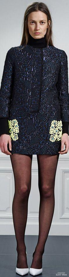 Viktor & Rolf Pre-Fall 2015 Fashion Show Victor And Rolf, Vogue, Winter Trends, Catwalks, Giambattista Valli, Fashion Show, Fashion Design, Women's Fashion, Fashion Dresses