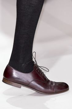 Margaret Howell at London Fashion Week Fall 2008 - Details Runway Photos Sock Shoes, Shoe Boots, Fashion Shoes, Fashion Accessories, Style Simple, Margaret Howell, Brown Oxfords, Pretty Shoes, Me Too Shoes