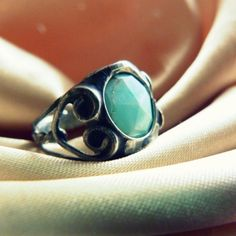 Ring with peruan blue opal.