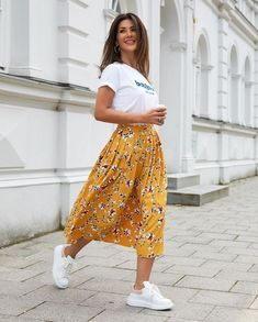 Feb 24 2020 - 110 inspiring summer outfits to copy now 8 thereds.me 110 inspiring summer outfits to copy now 8 th. Modest Casual Outfits, Modest Fashion, Dress Outfits, Girl Outfits, Fashion Outfits, Midi Skirt Outfit Casual, Printed Skirt Outfit, Floral Skirt Outfits, Yellow Outfits
