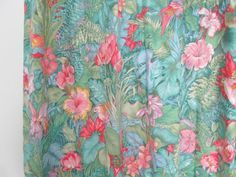 Tissu perroquet et forêt tropicale (ancien rideau) [très grand coupon] via un lundi ordinaire. Click on the image to see more!