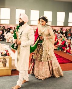 It's no secret that royal brides always start wedding dress trends. Sikh Wedding Dress, Wedding Sherwani, Indian Wedding Outfits, Bridal Outfits, Indian Outfits, Indian Clothes, Sikh Bride, Punjabi Bride, Punjabi Wedding