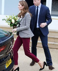 She's a princess and her heels still pop out of her shoes! Old Shoes, Pop Out, Royal Fashion, Prince William, Duchess Of Cambridge, Kate Middleton, New Look, Fashion Forward, Princess