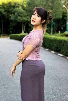 Fat Girl Fashion, Asian Fashion, Women's Fashion, Myanmar Traditional Dress, Traditional Dresses, Burmese Girls, Myanmar Women, Asian Model Girl, Beautiful Asian Women