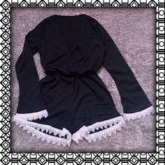 Macacão com manga sino e detalhe renda. $85 Em estoque: M. Outros tamanhos e cores por encomenda.! #tega