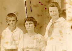 Many family historians are not aware of the factthat millions ofpassport applications were collected by the US Department of State between the years of 1795 and 1925. These applications are kept by the National Archives and Record Administration (NARA) and are packed full of personal information…