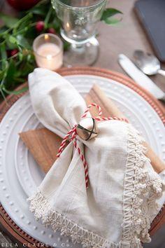 Diy Christmas Napkins, Christmas Napkin Rings, Christmas Tablescapes, Christmas Decorations, Diy Napkin Rings, Napkin Ideas, All Things Christmas, Simple Christmas, Handmade Christmas