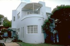 Built in 1938 for a Brisbane dentist, Chateau Nous was designed by architect DFW Roberts.