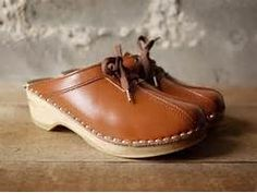 9615a26d29a3 vintage caramel brown leather clogs