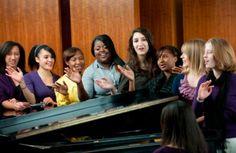 L'activité de Team Building La chorale est une expérience divertissante, formative, amusante et inspirante! Une activité durant laquelle l'art du « Gospel » est rendu accessible à tous. En plus d'aider à bâtir la confiance, développer le travail d'équipe, le respect et l'estime de soi, les participants s'inspirent et découvrent le « Gospel ». Team Motivation, Improve Communication, Team Building Activities, Gospel Music, Self Esteem, Choir, Teamwork, Respect, Leadership