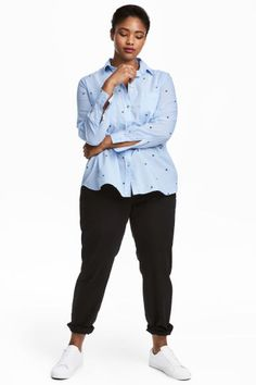 H&M+ Pantaloni chino Model Jeans Slim, China, H&m Online, Pull, Blouse, Fashion Online, Black Women, Kids Fashion, Zip