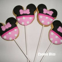 6 Pink Minnie Mouse Cookie Pops are great for party favors or even for party decorations. These cookies measure 2.5 (10cm) in diameter on a 4 (10cm) lollipop stick and are individually wrapped in cellophane bags and tied with a ribbon and ready to serve. These Old Fashioned Sugar Cookies