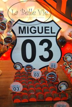La Belle Vie Eventos: Harley Davidson - 3 anos do Miguel Motorcycle Birthday Parties, Motorcycle Party, Race Car Birthday, Race Car Party, Cars Birthday Parties, 1st Boy Birthday, Hot Wheels Party, Monster Truck Party, Disney Cars Party