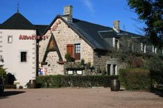 Auberge De L'Atre Quarr�-les-Tombes Offering a children's playground and sun terrace, Auberge De L'Atre is located in Quarr?-les-Tombes in the Burgundy Region, 19 km from Avallon. Guests can enjoy the on-site bar. Free private parking is available on site.