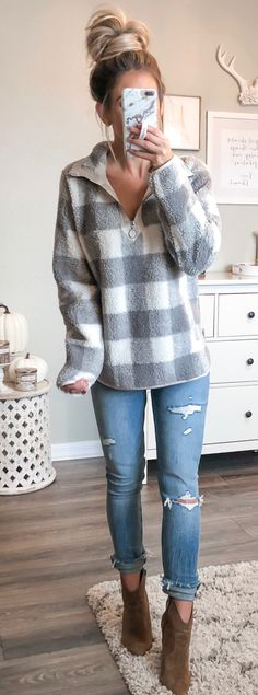#fall #outfits blue jeans. Ripped Jeans, Spring Outfits, Hipster, Tattered Jeans, Shredded Jeans, Hipsters, Hipster Outfits, Destroyed Jeans, Spring Dresses