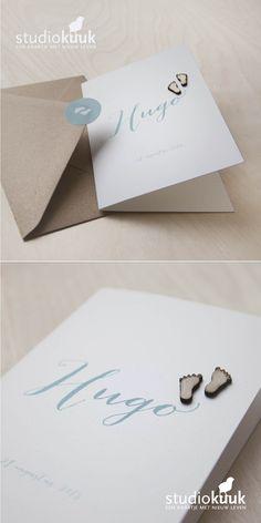 Geboortekaartje jongen_houten voetjes_mint groen_stippeltjes_rustig geboortekaartje_structuur papier_kraft envelop #www.studiokuuk.nl
