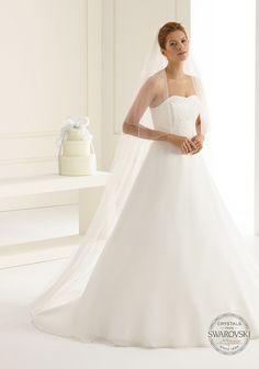 Fine veil S203 from Bianco Evento #biancoevento #veil #swarovski #weddingdress #weddingideas #bridetobe