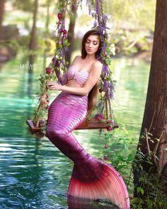 Diy Mermaid Tail, Silicone Mermaid Tails, Mermaid Fairy, Fantasy Mermaids, Real Mermaids, Mermaids And Mermen, Mermaid Photo Shoot, Mermaid Pose, Tattoo Mermaid