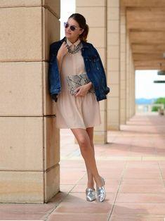 como-usar-sapato-prata-prateado-sapatilha-oxford-com-vestido-jaqueta-jeans