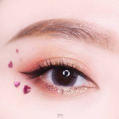 #glitter #simple #makeup #simplemakeup #beauty #eyemakeup #koreanmakeup Cute Makeup, Kawaii Makeup, Kiss Makeup, Simple Makeup, Natural Makeup, Korean Makeup Ulzzang, Makeup Korean Style, Asian Makeup Looks, Korean Makeup Look