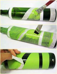 Passo a passo: Aprenda a decorar garrafas de vidro Glass Bottle Crafts, Wine Bottle Art, Painted Wine Bottles, Diy Bottle, Bottles And Jars, Glass Bottles, Diy Spray Paint, Jar Art, Altered Bottles
