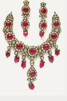 Polki jewellery is a traditonal jewellery beautifies you enhancing your charming personality.