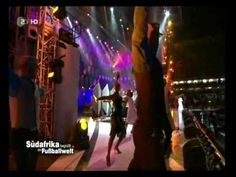 """Hugh Masakela, """"Grazing in the Grass.  """"Dieser live Auftritt von Hugh Masekela mit dem Titel Grazing in the grass wurde Aufgenommen von der ZDF WM Eröffnungsshow am 10.06.2010. Für alle die es verpasst haben! Präsentiert das Forum der Extraklasse nighttreff de noch einmal die Höhepunkte."""""""