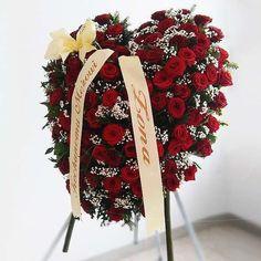 Funeral, Christmas Wreaths, Holiday Decor, Home Decor, Flower Arrangements, Florals, Flowers, Deco, Decoration Home