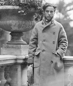 Charlie Chaplin Vevey, Charlie Chaplin, Celebridades Fashion, Charles Spencer Chaplin, Silent Film, Black And White Pictures, Old Movies, We The People, The Dreamers