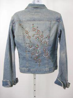 17 best images about denim jackets on denim Embellished Jeans, Embroidered Jeans, Denim And Lace, Denim Jacket Embroidery, Jean 1, Moda Country, Jeans Refashion, Mode Jeans, Denim Ideas