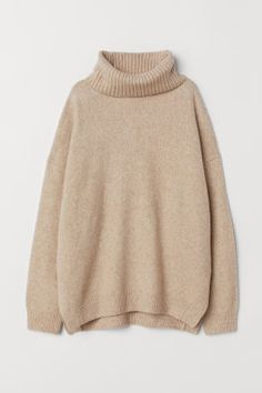 Relaxed-fit, cowl-neck sweater in a soft knit with wool content. Dropped shoulders, long sleeves, and ribbing at cuffs and hem. Slits at sides. Beige Pullover, Beige Sweater, Fall Outfits, Cute Outfits, Fashion Outfits, Fashion Weeks, Mode Pastel, Sleeveless Jumper, Glitter Fashion