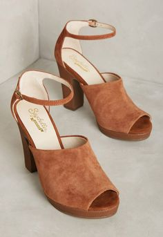 Native Heels by Seychelles in a Taupe Rust color for the bohemian bride // A chunky block heel makes these earthy-toned heels a go-to shoe for dancing the night away.