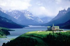 The Prince of Wales Hotel with the astonishing backdrop of the Canadian Rockies behind Waterton Lake.