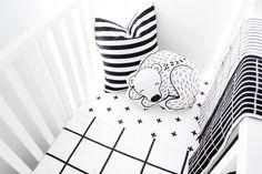 Nos inspiramos con el dormitorio infantil de Shaun al más puro estilo nórdico. La tendencia Blanco y negro es lo más chic. ~ The Little Club. Decoración infantil para bebés y niños.