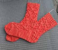 Ravelry: St-Andrew's Cross Socks pattern by Rose Hiver