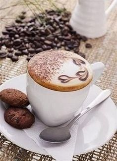 Great ways to make authentic Italian coffee and understand the Italian culture of espresso cappuccino and more! Coffee Latte Art, My Coffee, Coffee Drinks, Coffee Cups, Sweet Coffee, Coffee Break, Morning Coffee, Café Chocolate, Cappuccino Machine