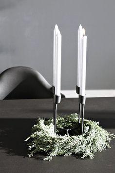 Schlicht mit Heima & Arizona-Zypresse (Cupressus arizonica)   SoLebIch.de - Foto von Mitglied Designsetter #solebich #interior #einrichtung #inneneinrichtung #deko #decor #Tischdeko #Tabledecor #Kerzenständer #kerzenhalter #candleholder #candlestand #candlestick #kranz #wreath #heima #normanncopenhagen