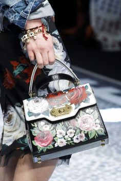 8354cb5ef033 Dolce & Gabbana Fall 2017 Ready-to-Wear Accessories Photos - Vogue