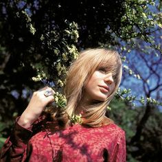40 Beautiful Color Photos of Marianne Faithfull in the 1960s