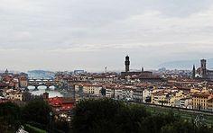 Quer uma vista incrível de Florença? Então você precisa ir até a Piazzale Michelangelo. O local não tem muitos atrativos, mas vale a pena conhecer para apreciar o panorama da capital da Toscana. www.nabagagem.net