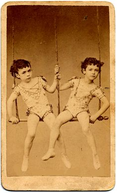vintage everyday: Interesting Vintage Pictures of Twin Couples in Victorian and Edwardian Eras Old Circus, Night Circus, Vintage Circus, Vintage Twins, Vintage Pictures, Vintage Images, Circo Vintage, Human Oddities, Water For Elephants