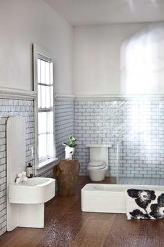 bathroom-dollhouse-Linzi-Macdonald-july15