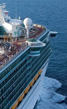 Royal Caribbean International's Freedom of the Seas Cruise Ship Jamaica Travel, Cruise Travel, Cruise Vacation, Royal Caribbean Ships, Royal Caribbean Cruise, Biggest Cruise Ship, Independence Of The Seas, Freedom Of The Seas, Royal Caribbean International