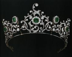Tiara of the Duchess of Devonshire, United Kingdom (emeralds, diamonds).