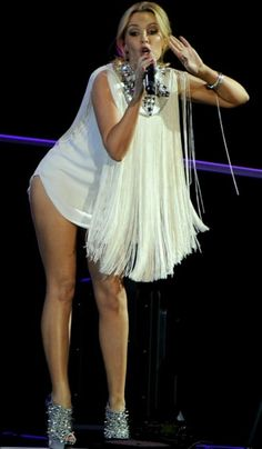 Kylie Minouge, Female Poses, Showgirls, Madrid, Feminine, The Incredibles, Singer, Legs, Celebrities