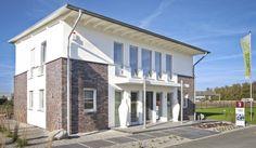 Eine schöne Kombination aus Klinker- und Putzfassade bietet das Musterhaus von Gussek Haus.